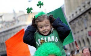 655-402-irlandci-otbeliazaha-denia-na-sveti-patrik-s-ogromen-parad