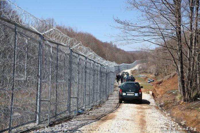 оградата