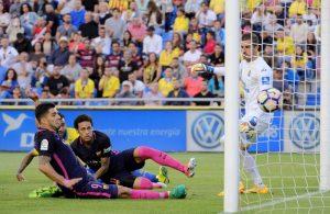 Луис Суарес отбелязва втория гол във вратата на Лас Палмас