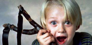"""""""Денис Белята"""" безспорно е един от любимите филми на много хора. Историята за сладкия хлапак, който прави постоянно пакости, е една от най-излъчваните в род"""
