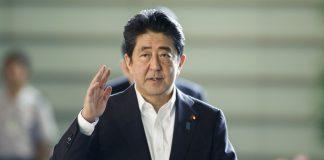 Японското правителство подаде оставка. Това стана преди преустройката, планирана от министър-председателя Шиндзо Абе. Всички членове на парламента са подали