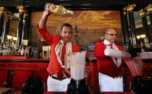 """Знаменитият бар-ресторант в Хавана """"Флоридита"""", който е бил любимо убежище на писателя Ърнест Хемингуей, в петък отбеляза 200-ния си рожден ден."""