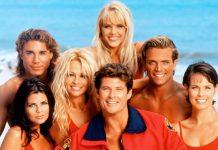 """""""Спасители на плажа"""" безспорно е един от любимите ни сериали от 90-те години на ХХ век. Красиви тела, завързани истории, много любов, плаж и какво ли още не"""