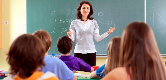учители