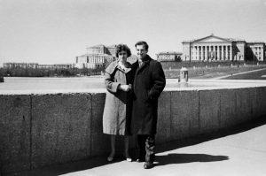 Осуалд със съпругата си в Съветския съюз