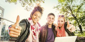 млади хора