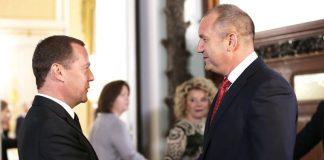 на снимката: Министър-председателят на Русия Дмитрий Медведев и президентът на България Румен Радев