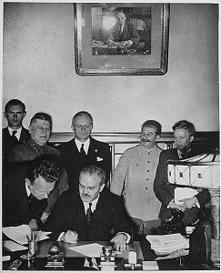 пактът между Хитлер и Сталин