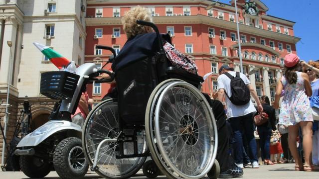 """Родители и близки на хора с увреждания излизат на обединен протест в София днес. Под надслов """"Системата убива – всички"""" недоволството ще з"""
