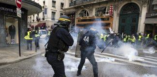 """""""жълтите жилетки"""", протест, сълзотворен газ"""