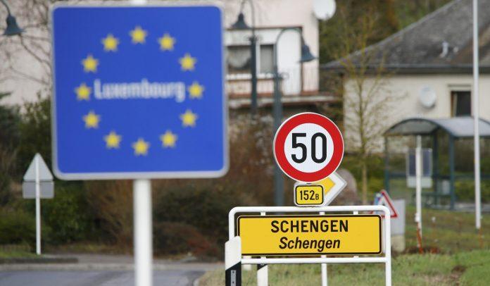 ЕК препоръча отваряне на граници в Шенген