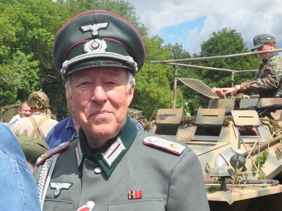 Гай Синър, Лейтенант Грубер