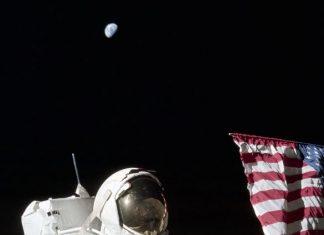 Луна, космонавти