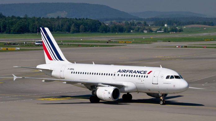 """Самолет на """"Ер Франс"""" кацна аварийно"""