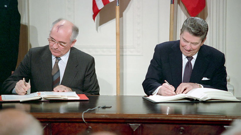 Роналд Рейгън и Горбачов