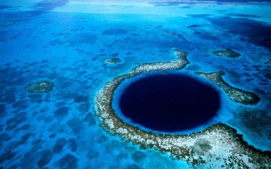 Великата синя дупка