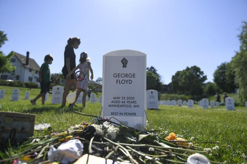 поклонение пред паметта на Джордж Флойд