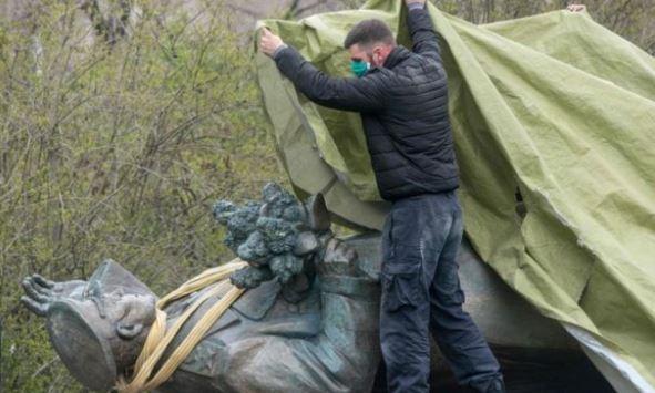 статуя Русия