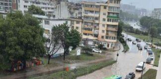 Наводнени улици във Варна