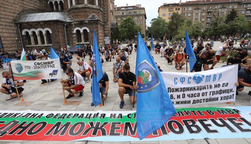 протест на служителите на МВР