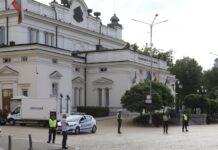 полицейски кордон около парламента