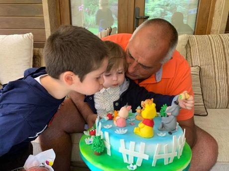 Борисов с внуците си