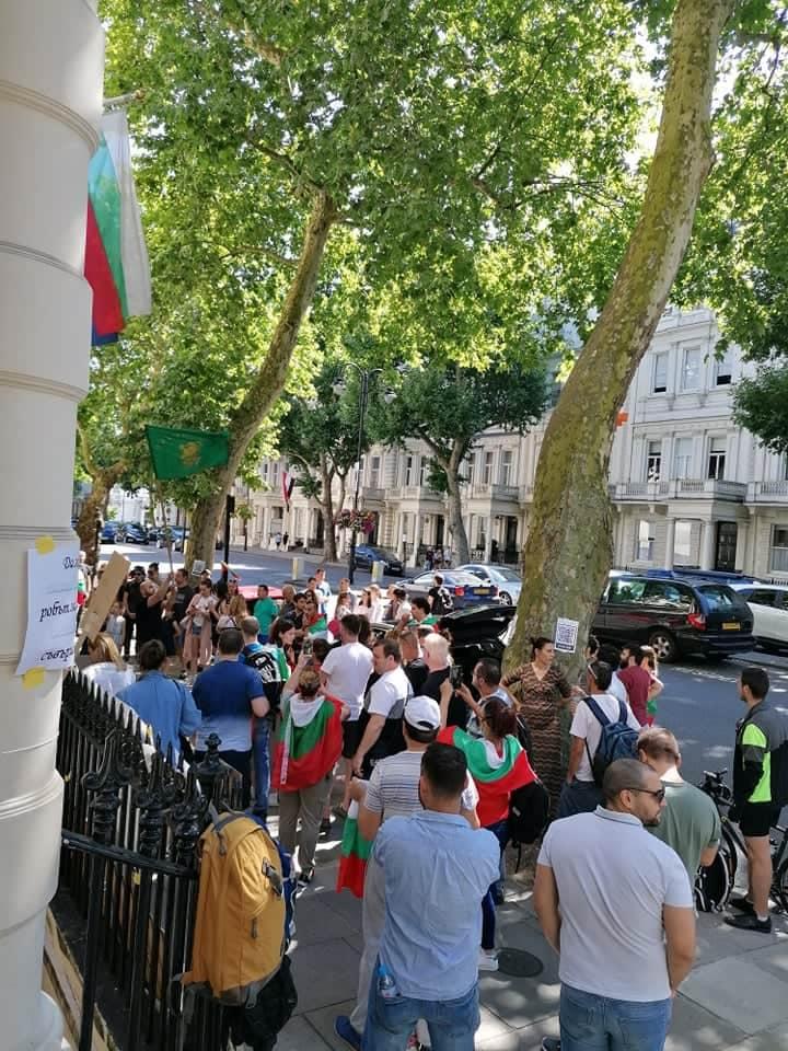 протест в Лондон