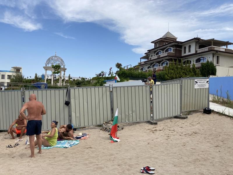 летните сараи на Доган, на плаж Росенец