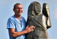 статуя на Мелания Тръмп в Словения