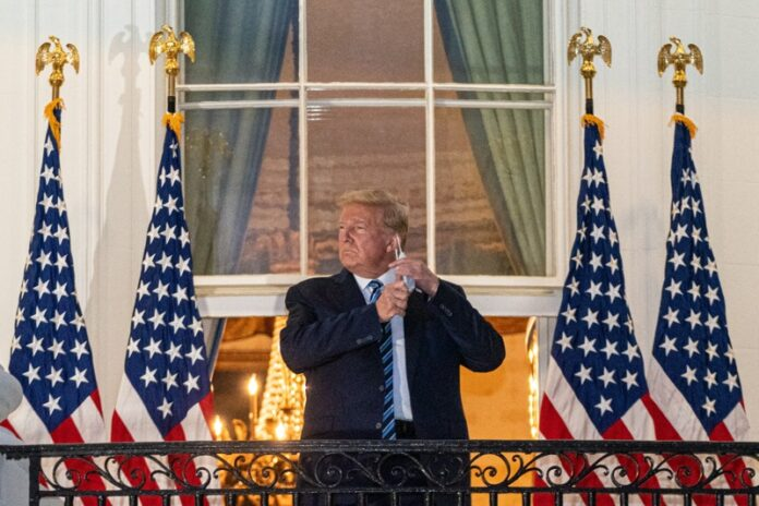 Тръмп сваля маската