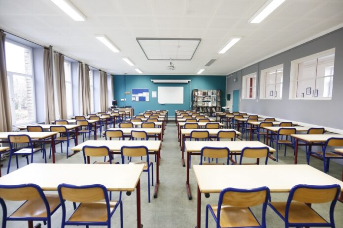 Затварят училищата