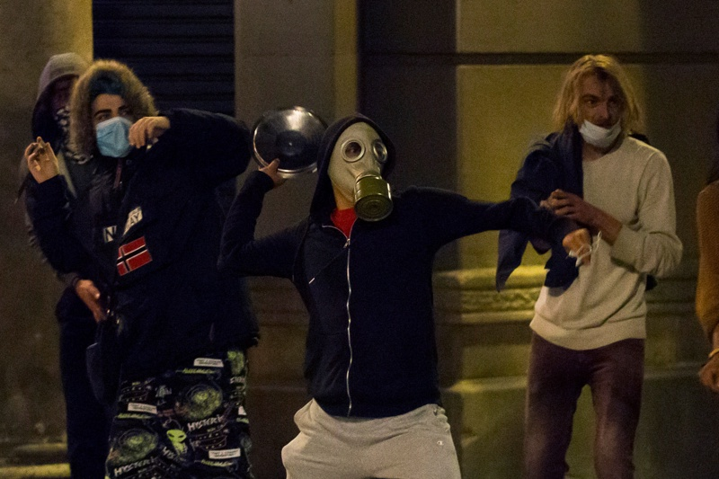 протест в Барселона срещу мерките за коронавирус