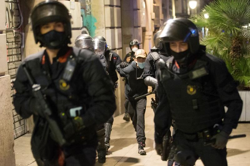 протест в Барселона срещу мерките за коронавируса