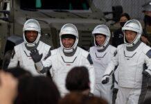 астронавтите Майкъл Хопкинс, Виктор Глоувър, Шанън Уокър и Соичи Ногучи
