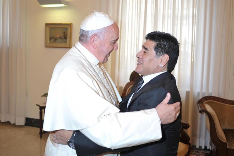 Папата и Марадона