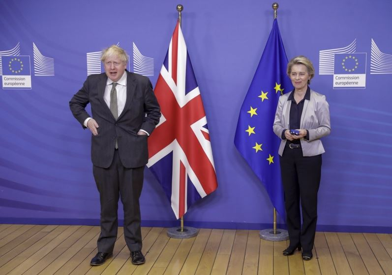 На снимката: Борис Джонсън и Урсула фон дер Лайен
