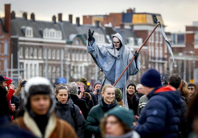 нидерландия коронавирус протест