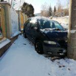 кола стълб катастрофа