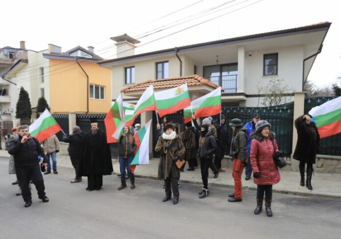 протестиращи премиера