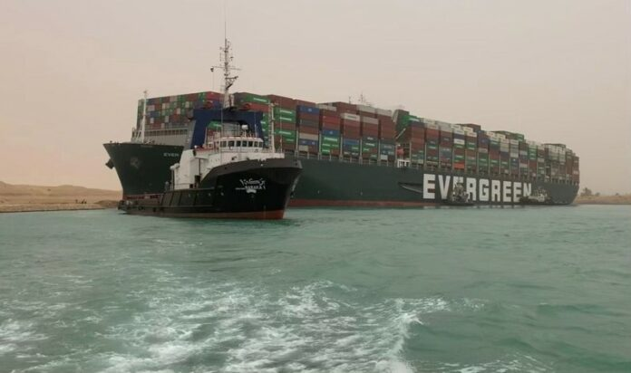 Суецкия канал кораб