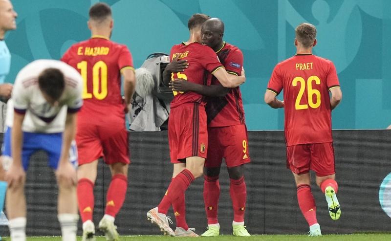 Ромелу Лукаку празнува със съотборници, след като отбеляза гол по време на футболния мач от предварителния кръг на група В на УЕФА ЕВРО 2020 между Белгия и Русия в Санкт Петербург, Русия, 12 юни 2021 г.