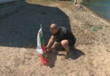 Жители на Бургас се събраха на плажа пред лятната резиденция на почетния лидер на ДПС Ахмед Доган, за да открият летния сезон,