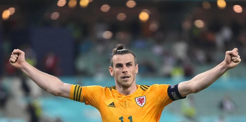 Гарет Бейл от Уелс отпразнува преднината на отбора си с 2: 0 по време на футболния мач между Турция и Уелс в Баку, Азербайджан, 16 юни 2021 г.