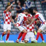 Никола Влашич от Хърватия празнува, след като отбеляза първия гол на отбора си по време на футболния мач между Хърватия и Шотландия в Глазгоу, Великобритания, 22 юни 2021 г.