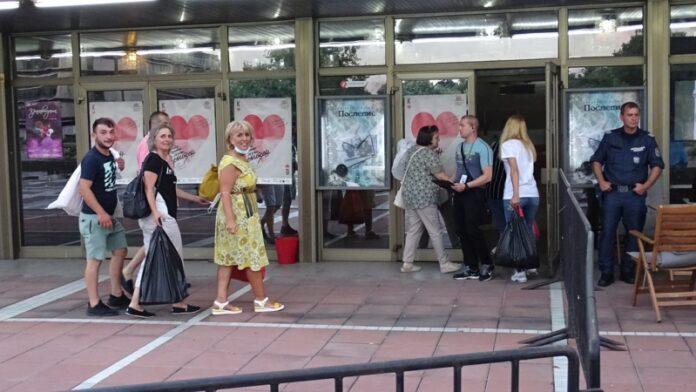 Изборният ден за частичните кметски избори в Благоевград завърши в 20.15 ч. при активност от 27.76%.