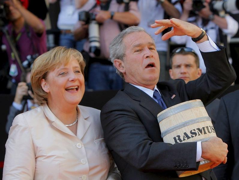 Американският президент Джордж Буш и германския канцлер Ангела Меркел на пазарния площад в Щралзунд, Германия, 13 юли 2006 г.