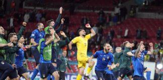 Играчите на Италия празнуват след полуфинала на ЕВРО 2020 между Италия и Испания в Лондон, Великобритания, 06 юли 2021г.