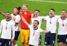 Английският капитан Хари Кейн и съотборниците му празнуват, след като спечелиха полуфинала на ЕВРО 2020 между Англия и Дания в Лондон, Великобритания, 07 юли 2021 г.