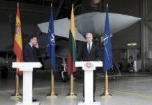 Президентът на Литва Гитанас Науседа и испанският премиер Педро Санчес по време на пресконференция във военната авиобаза в Саулай, Литва, 08 юли 2021 г.