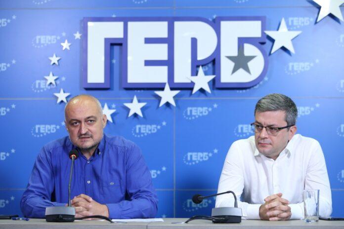 Цветомир Паунов и Тома Биков по време на брифинг на ПП ГЕРБ, 15.07.2021г.